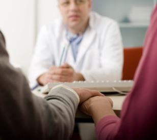 casal-gravidez-medico.jpg